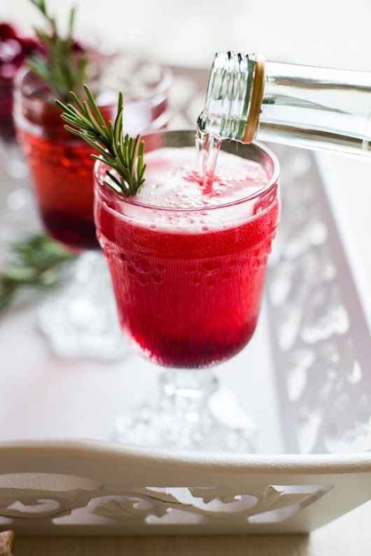 Recipe: Cranberry Spritzer Cocktail