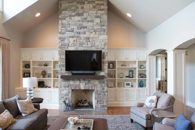 Beautiful Vaulted Ceiling Fireplace Design wallpaper