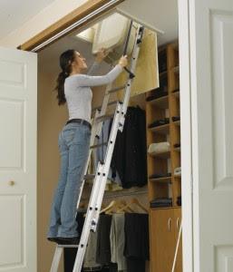 Cómo instalar una escalera para áticos 1