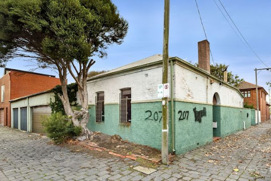 Slim pickings, but buyers wary of overpaying: auctions a 50-50 proposition for Melbourne vendors