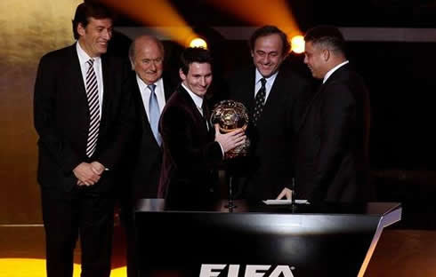 Messi receiving the FIFA Balon d'Or 2011-2012 award from Ronaldo