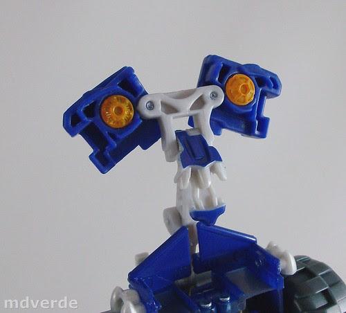 Transformers Autobot Wheelie RotF Deluxe - modo robot