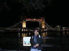 Tower Bridge di Waktu Malam, London, UK