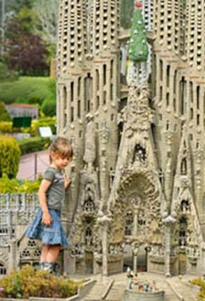 Descripción: http://www.que-visitar.es/sites/default/files/common/catalunya-en-miniatura-ninos.jpg