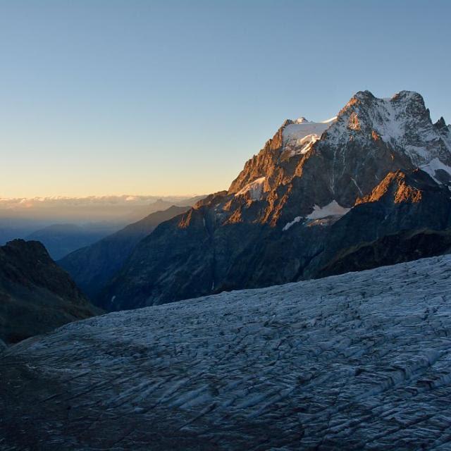 Lever de soleil sur le Pelvoux - glacier Blanc au premier plan © M.Coulon - Parc national des Ecrins
