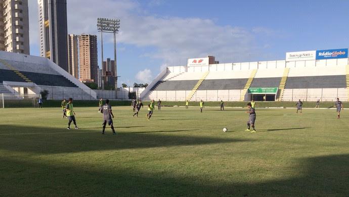 ABC - treino coletivo Estádio Frasqueirão (Foto: Carlos Cruz/GloboEsporte.com)