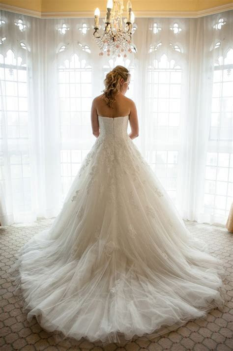 To Rent or Not to Rent Your Wedding Dress   Confetti.co.uk