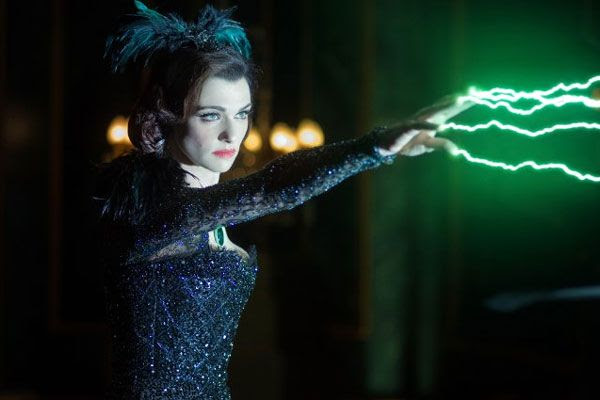 Evanora (Rachel Weisz) impersonates Darth Sidious in OZ: THE GREAT AND POWERFUL.