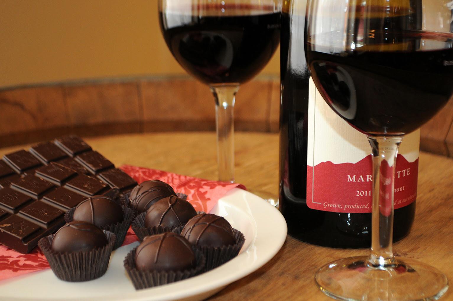 Cómo perder peso a base de vino y chocolate, según un gran especialista