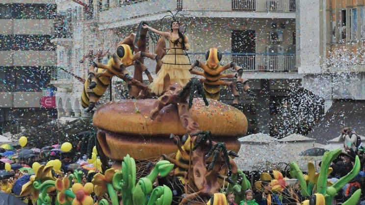 Έπεσε η αυλαία του πατρινού καρναβαλιού με μία φαντασμαγορική τελετή λήξης