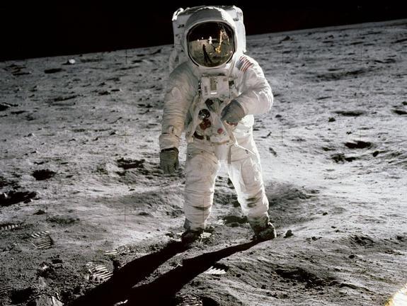 aldrin-walking-moon-apollo-11