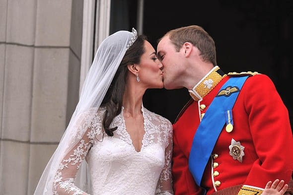 Prince William kisses his new bride Kate on the balcony of Buckingham Palace