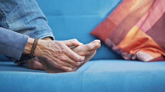 How to Relieve Foot Pain With Rheumatoid Arthritis