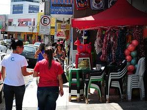 Moradores de Petrolina devem gastar, em média, R$ 491 com compras no período natalino (Foto: Emerson Rocha / GloboEsporte.com)