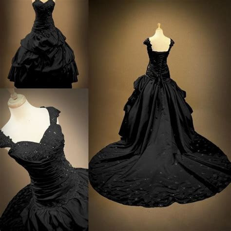 Best 25  Victorian ball gowns ideas on Pinterest
