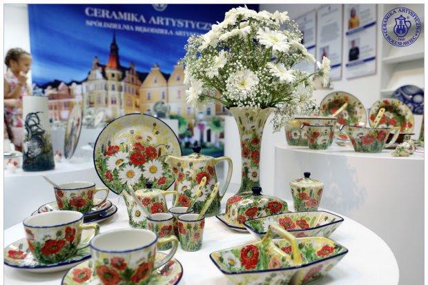 Ceramika Artystyczna W Tonacji Biało Czerwonej Bolesławiec