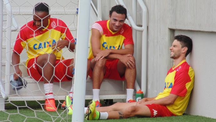 Jean Cléber, Alfredo, Rodrigo Pimpão - jogadores do América-RN (Foto: Jocaff Souza/GloboEsporte.com)
