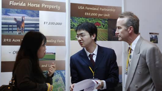 Chinese investors negotiate at the US-China Real Estate summit & trade fair in Beijing. (File photo).