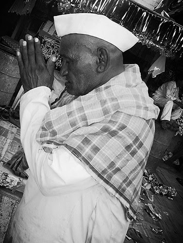 Hindu Devotees Of Haji Malang Baba .. by firoze shakir photographerno1