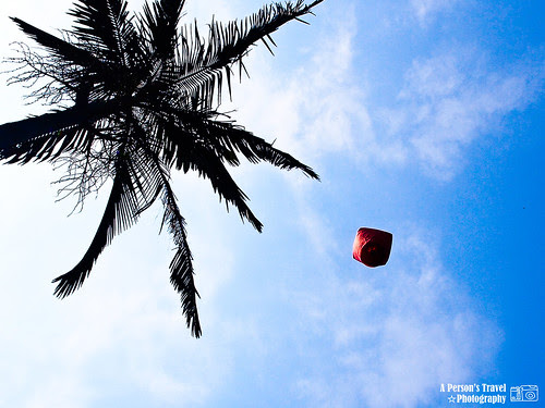 翱翔於藍天的天燈