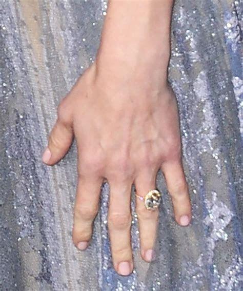 Chris Pratt Surprises Anna Faris With A Wedding Ring
