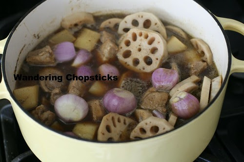 Thit Heo Kho Cu Cai Trang Cu Sen (Vietnamese Braised Pork with Daikon and Lotus Roots) 12