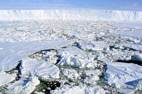 Placas de hielo en el Océano Ártico. | EM