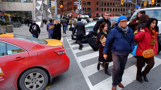 Toronto is fighting gridlock, but police rarely hand out tickets for blocked intersections