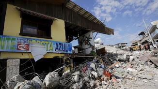 Cases destrossades a Pedernales arran del sisme de dissabte