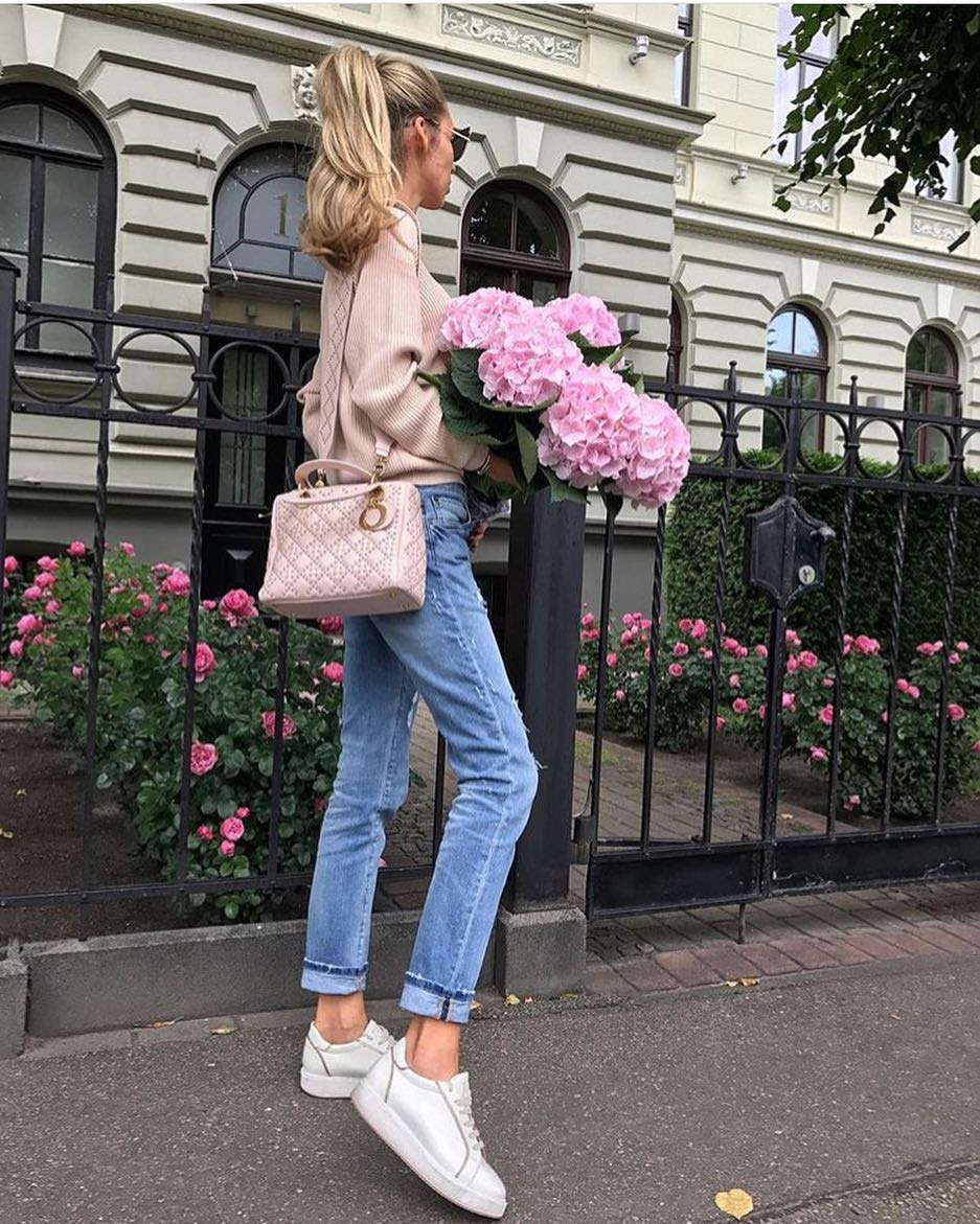 London Spring Outfit Idea: Blush Sweater, Cuffed Jeans And Silver