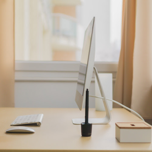 How to Keep and Maintain a Minimalist Desk | Shoplet