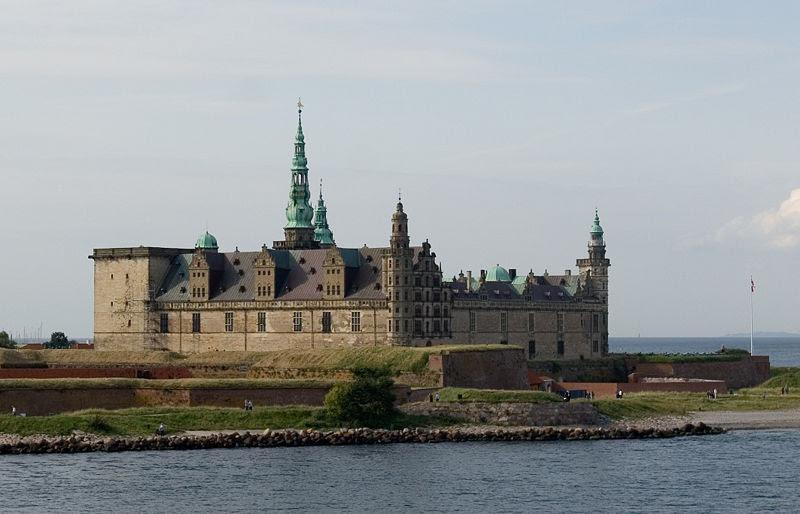 File:Helsingoer Kronborg Castle.jpg
