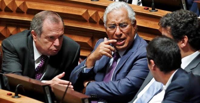 El líder del Partido Socialista portugués, António Costa (en el centro) durante la apertura del debate parlamentario dedicado a la presentación del programa del Gobierno de Passos Coelho. - EFE