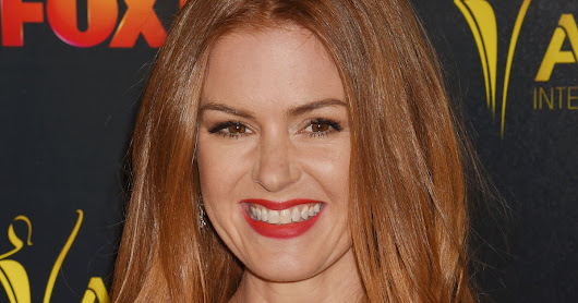 Isla Fisher Used Amy Adams's Face on Her Holiday Cards