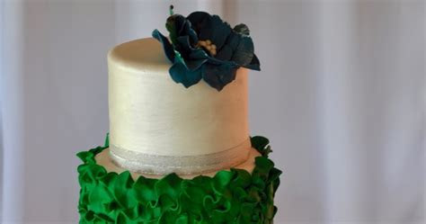 Rozanne's Cakes: Emerald green and pearl wedding cake