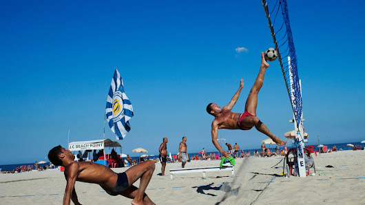 As World Cup Arrives, Some Brazilians Play an Acrobatic Variation of the Game - NYTimes.com