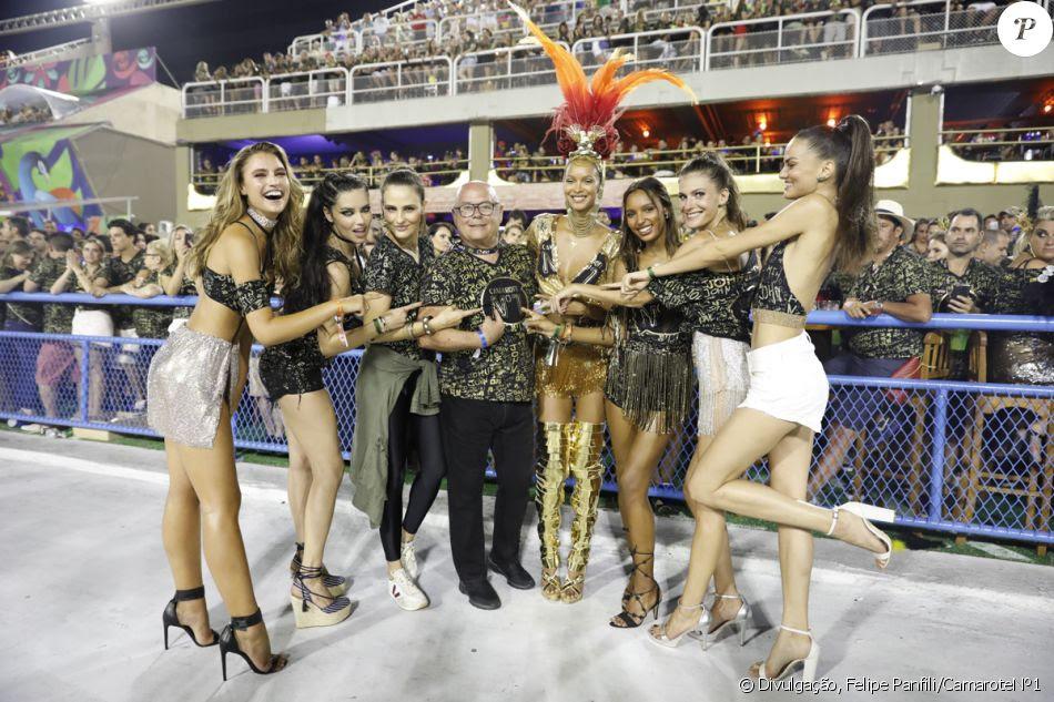Laís Ribeiro, Adriana Lima, Carol Franceschini, Jasmine Tookes e Bárbara Fialho assistiram o desfile da primeira noite