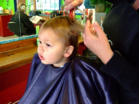 Simple Tips to Arrange a Hassle-free First Haircut for your Child