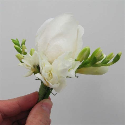 Make a Boutonniere Using Freesia and a Rose