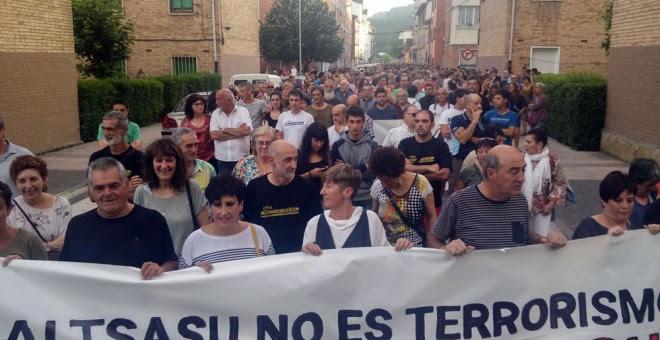 Imagen de la cabecera de la manifestación que ha recorrido hoy las calles de Altsasu. /DANILO ALBIN