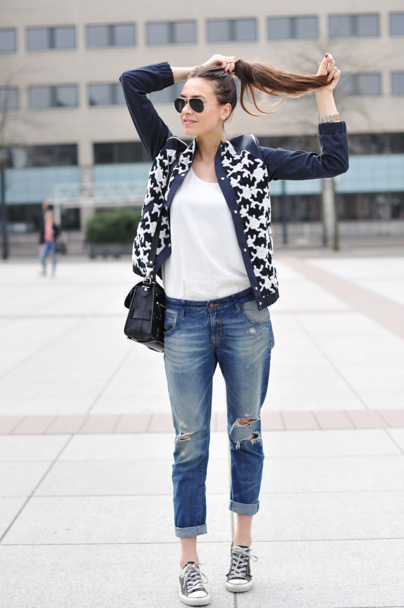 phenomenal jeans outfit ideas with sneakers  ohh my my