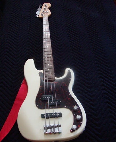 Fender P Bass Special by trudeau