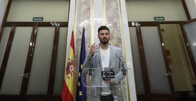 El portavoz de ERC en el Congreso, Gabriel Rufián,duran te su comparecencia ante los medios tras la sesión de control al Gobierno.EFE/Juan Carlos Hidalgo