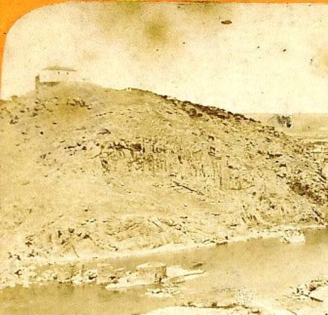 Ermita de la Cabeza recién reconstruida hacia 1860. Detalle de una fotografía estereoscópica de Jean Andrieu