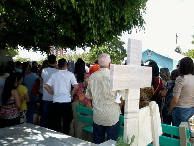 Luiz Cláudio Nogueira foi enterrado na manhã deste domingo, em Mossoró (Foto: Ivanúcia Lopes/Inter TV Cabugi)