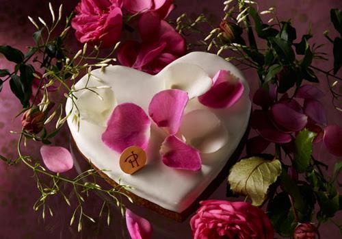 http://www.feesmaison.com/wp-content/uploads/2012/05/Pierre_Herm%C3%A9-COEUR_ROSE_JASMIN_Gateau-F%C3%AAte_des_m%C3%A8res.jpg