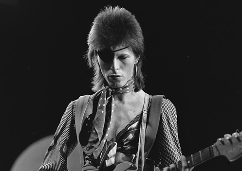 David Bowie Becomes a DJ on BBC Radio in 1979; Introduces Listeners to The Velvet Underground, Talking Heads, Blondie & More