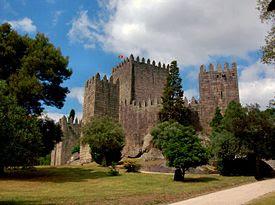 Castelo de Guimarães Castelo da Fundação.JPG