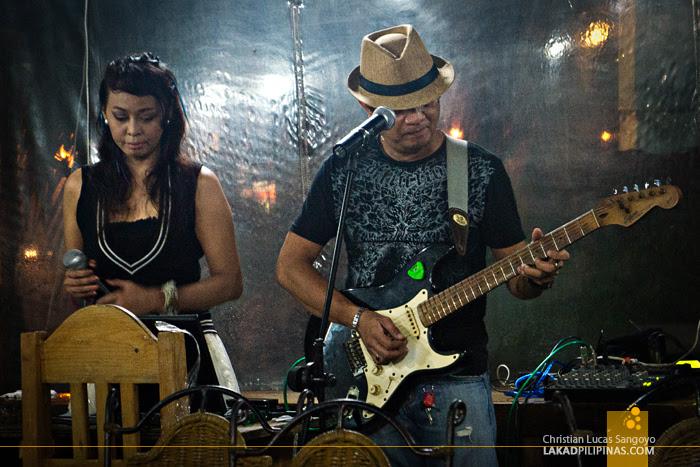 Two-Piece Band at Aling Tonya's Seafood Dampa in Macapagal