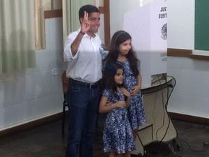 Candidato ACM Neto (DEM) votou neste domingo em Salvador (Foto: Alex de Paula/ G1)